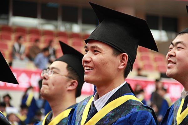 Graduation with Smile – Photo by Tian Yang, SJTU