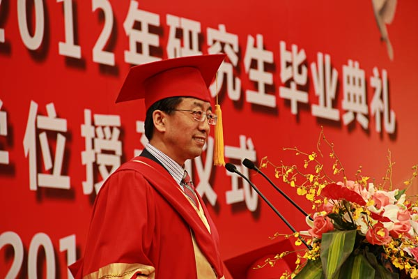 President Zhang Jie gives a speech in Graduation Commencement Ceremony – Photo by Tian Yang, SJTU